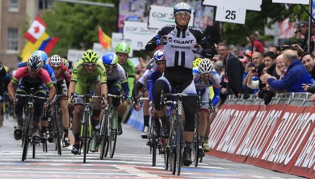 Kittel gana la segunda etapa al sprint y Matthews es nuevo líder