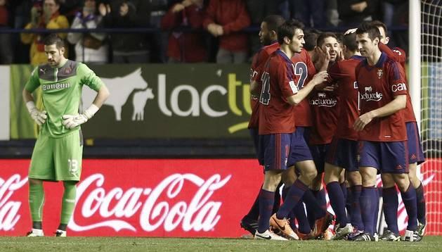 Los jugadores de Osasuna celebran el gol de Cejudo ante el Espanyol de la ida