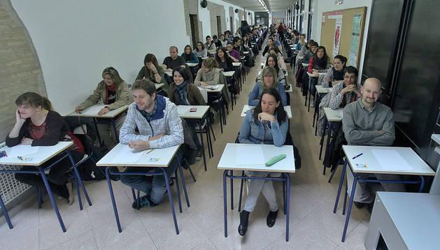 Más de 500 docentes se enfrentaron hace dos semanas a la prueba de acreditación de inglés del departamento. Emplearon los pasillos de la Escuela Oficial de Idiomas
