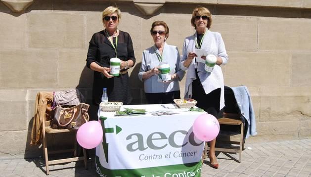 Puesto de donaciones para Asociación contra el Cancer