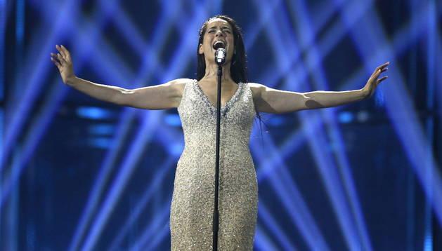 La representante española en el Festival de Eurovisión, Ruth Lorenzo, interpreta el tema 'Dancing in the rain' durante un ensayo en Copenhague, Dinamarca, en la víspera del festival