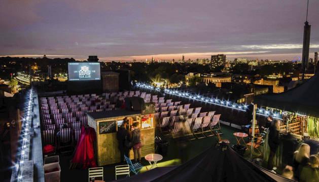 Un cine en el edificio Bussey en Londres.