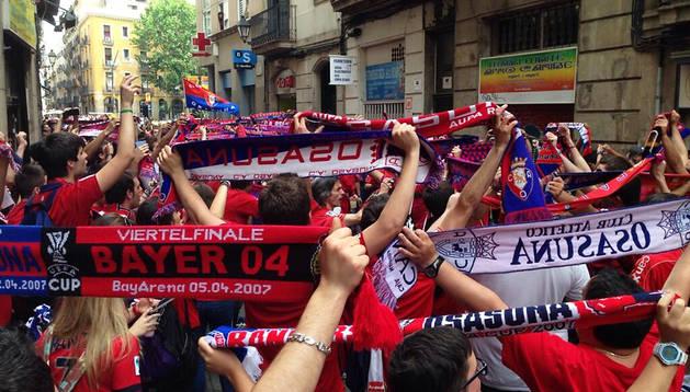 Ambiente osasunista en las calles de Barcelona