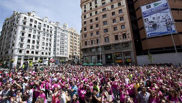 Imagen de las 1.611 mujeres embarazadas que se citaron en la madrileña Plaza de Callao