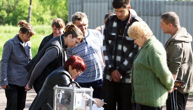 Una mesa electoral cerca de Lugansk
