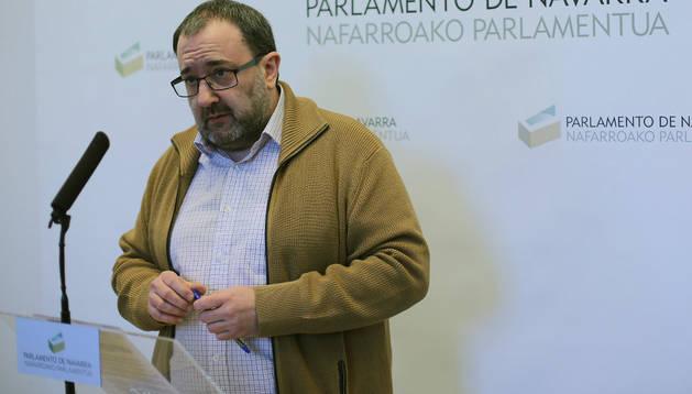 El parlamentario y portavoz de Izquierda-Ezquerra, José Miguel Nuin