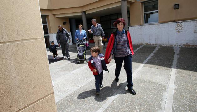 Padres y niños salen del centro 0-3 María Reina