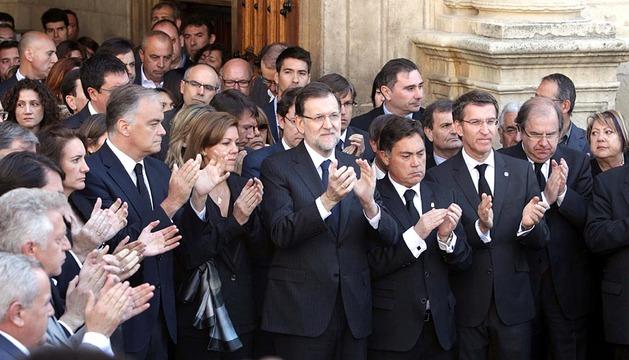 El presidente del Gobierno, Mariano Rajoy, ha presidido este mediodía en León un solemne minuto de silencio en recuerdo de la presidenta de la Diputación y del PP provincial, Isabel Carrasco, muerta de varios disparos.
