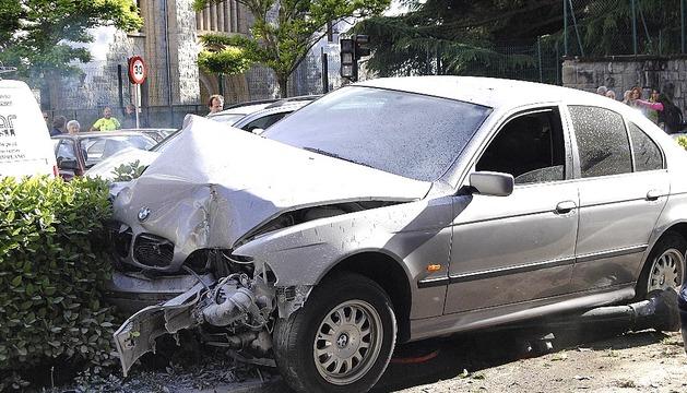 Aparatoso accidente en la Avenida Villava