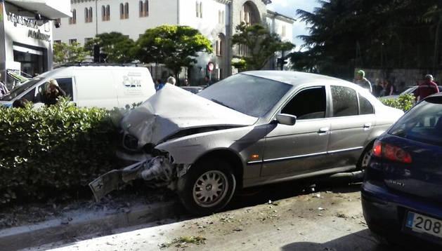 Así quedó uno de los vehículos implicados en el accidente tras el choque