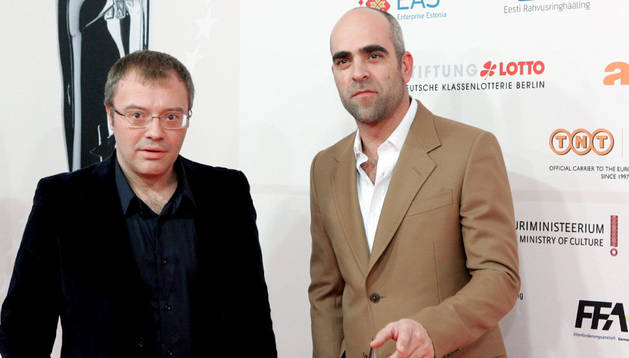 Daniel Monzón y Luis Tosar, en 2010