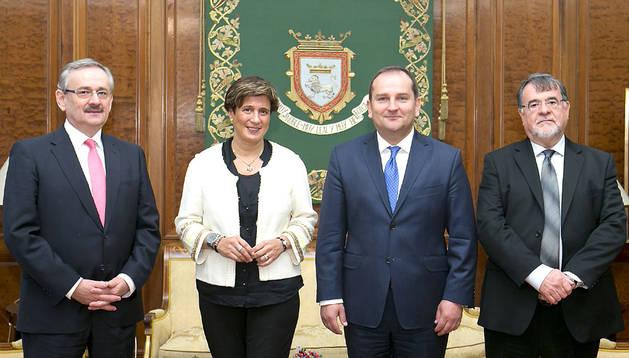 Recepción del embajador de Polonia en España en el ayuntamiento de Pamplona.