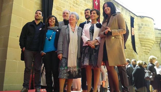 Foto de grupo de los galardonados en la fiesta anual del turismo
