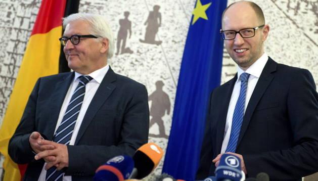Steinmeier y Yatsenyuk, este martes en Kiev