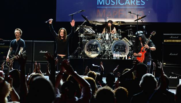 Billy Morrison, Ozzy Osbourne, Tommy Clufetos y Slash en el décimo concierto anual MusiCares MAP Benefit Fund.