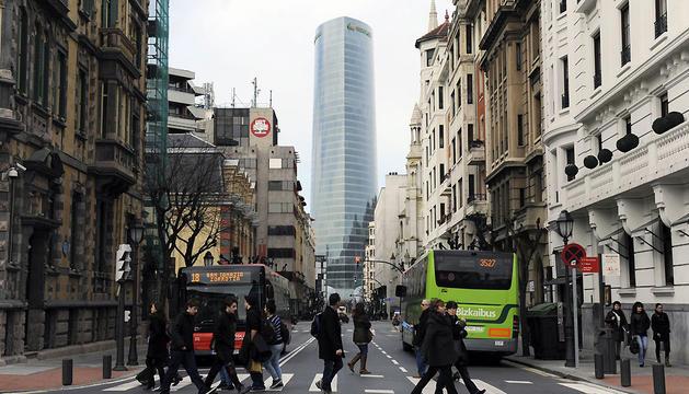 Vista de la Torre Iberdrola, desde la calle Elcano de Bilbao