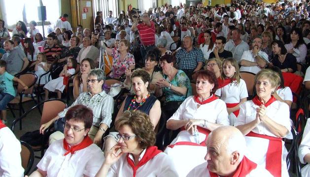 El público llenó las instalaciones del Casino La Unión de Cadreita para seguir el desarrollo del festival de jotas