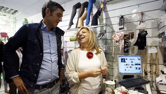 La cabeza de lista del PSOE al Parlamento Europeo (PE), Elena Valenciano, y el secretario general del grupo socialista en el Congreso y aspirante a las primarias del PSOE, Eduardo Madina