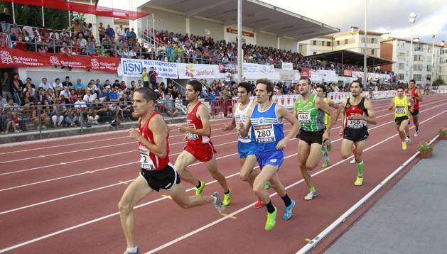 Atletas durante el Campeonato de España de Atletismo en Larrabide de 2012