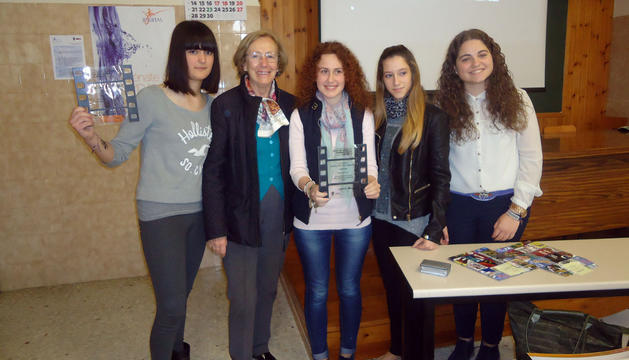 De izda. a dcha., las alumnas premiadas Beatriz Martínez, Laura Les, Leire Esparza y Mireia Sangüesa