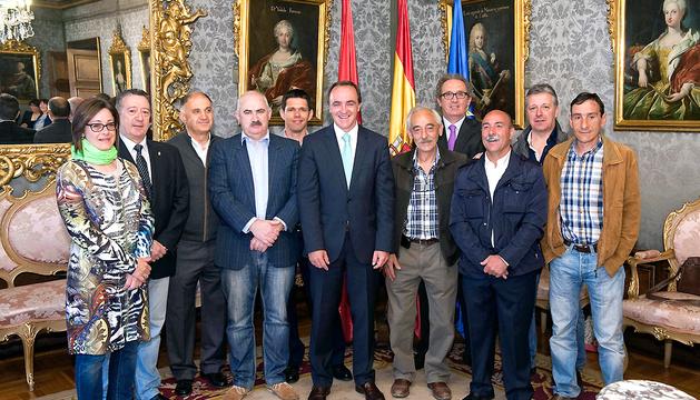 Los firmantes del acuerdo en defensa de la Navarra rural