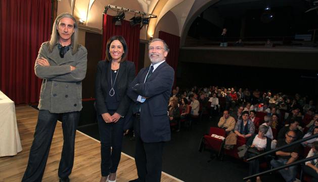 De izda. a dcha.: Javier Briongos, Merche San Pedro y Fernando Marías