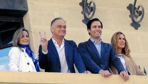 González Pons y Pablo Zalba, en el centro, esta mañana en Pamplona