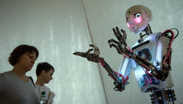 Las máquinas poco a poco irán quitando del medio a los seres humanos en algunas profesiones