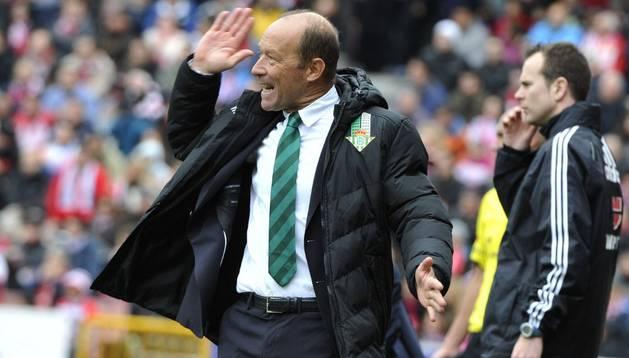 El entrenador del Betis, Gabriel Calderón