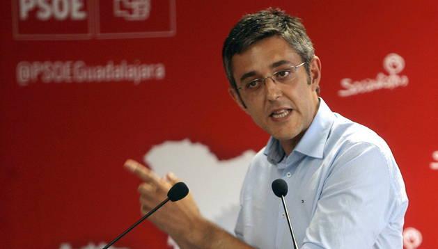 El secretario general del Grupo Socialista en el Congreso, Eduardo Madina, durante el acto público del partido celebrado en Azuqueca de Henares. EFE