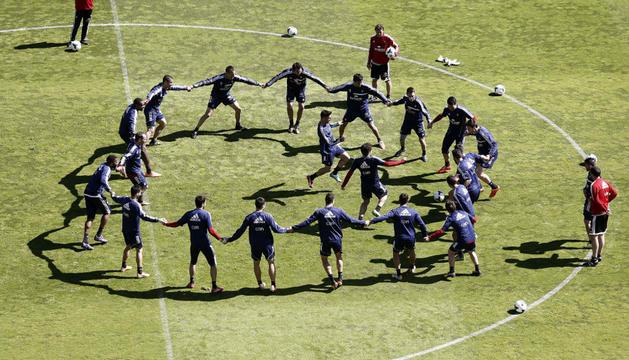 Los jugadores de Osasuna, entrenando en El Sadar