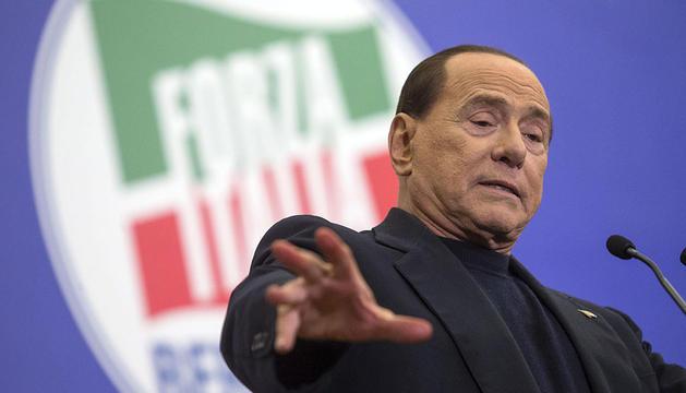 Berlusconi, en un mitin de Forza Italia.