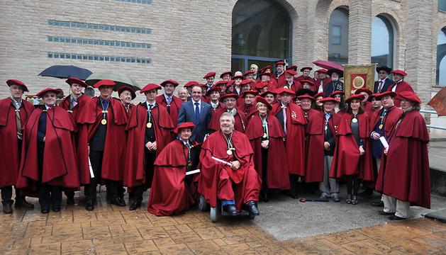 Miembros de la Cofradía del Vino de Navarra, en la fiesta de 2013 en Lumbier