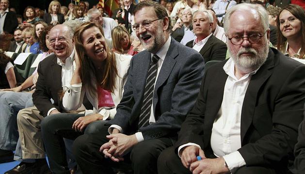 Rajoy, junto a Arias Cañete, en un mitin en Barcelona.