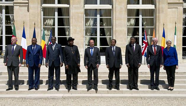 Foto de grupo de los asistentes a la reunión de París