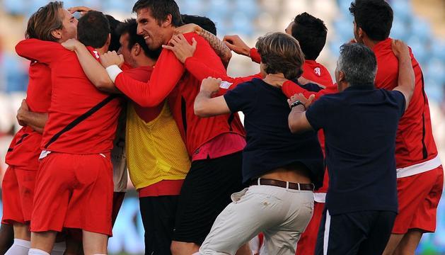 La plantilla del Almería celebra la permanencia