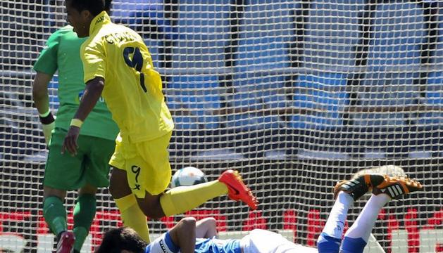 Uche celebra el segundo gol del Villarreal