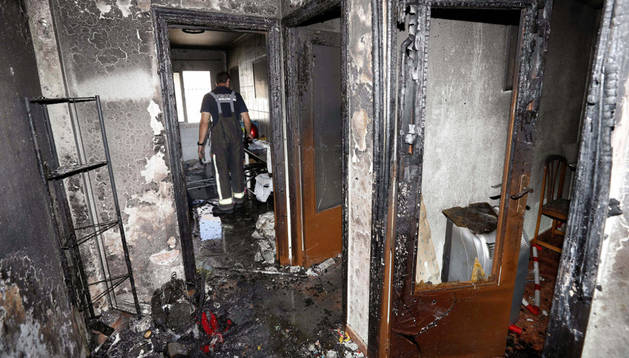 Estado en el que ha quedado el inmueble al que un hombre ha prendido fuego después de haber dado un hachazo a su mujer