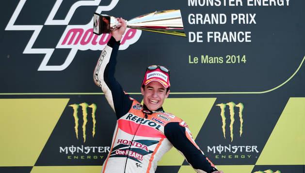 Márquez celebrando su triunfo en Le Mans.