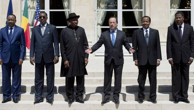El presidente de Fracia, FranÇois Hollande junto a los mandatarios de Chad, Camerún, Benín y Nigeria.