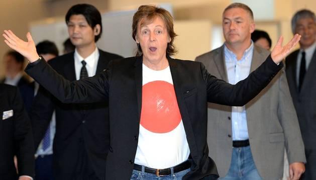Imagen del 15 de mayo del exBeatle, Paul McCartney, a su llegada a Tokio