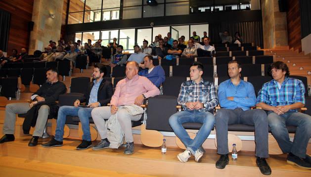 De izda. a dcha., Mendilíbar, Joaquim Torrents, Mandiola, David González, Gabriel Calderón y David Pozos, delante de los asistentes.