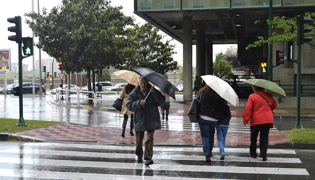 Lluvia en Pamplona, junto a la avenida del Ejército.