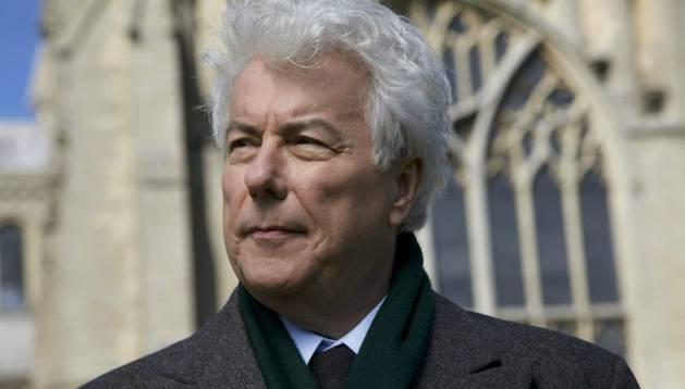 El autor británico Ken Follett que conducirá la serie documental 'El viaje de Ken Follet hacia la Edad Media'