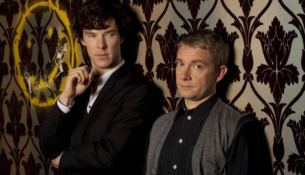 Benedict Cumberbatch (izquierda) y Martin Freeman, Sherlock y Watson en la serie 'Sherlock'