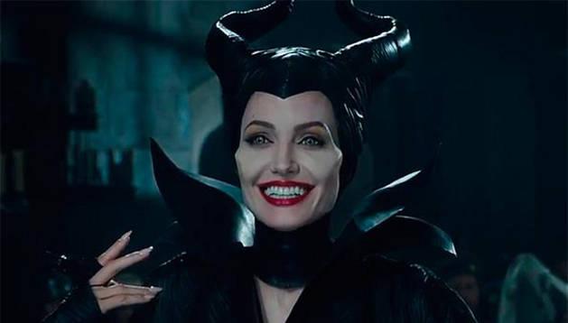 Angelina Jolie caracterizada de Maléfica.