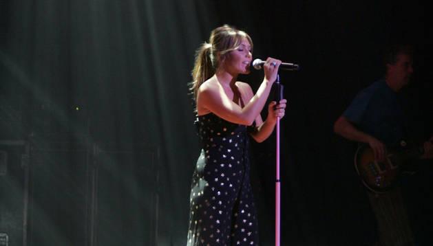 Amaia Montero, durante un concierto en Pamplona en 2009