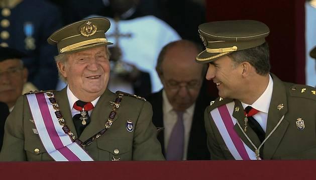 El Rey Juan Carlos y el Príncipe de Asturias, este martes en el Monasterio de San Lorenzo de El Escorial (Madrid)