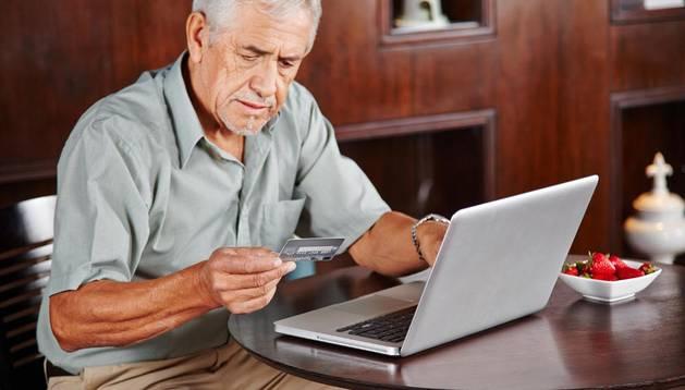 El 28,1% de los navarros mayores de 65 años estuvo en 2013 conectado a Internet.
