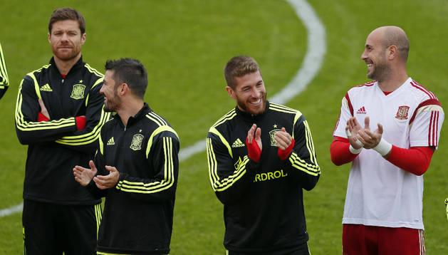 Xabi Alonso, Villa, Ramos y Reina, durante un entrenamiento de España